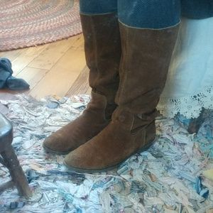 Distressed cowgirls